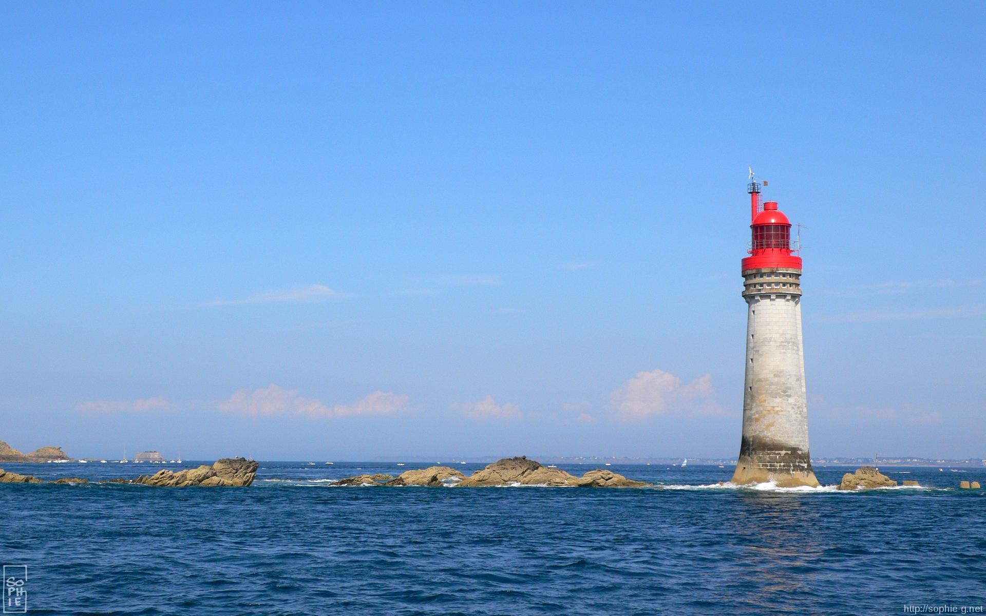 Grand jardin lighthouse 1920 1200 desktop wallpaper - Phare decoratif pour jardin ...