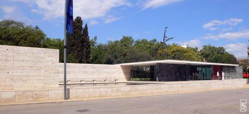 Mies van der rohe pavilion pavillon mies van der rohe for Barcelone architecture contemporaine