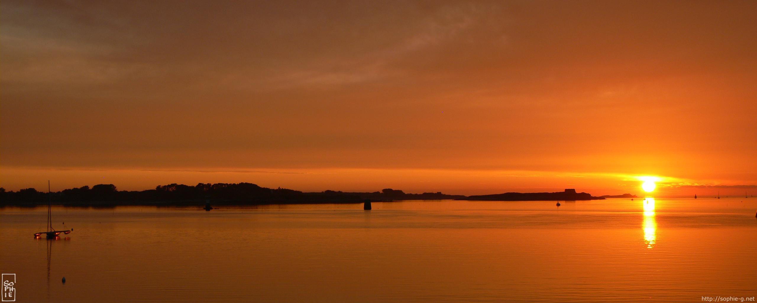 sunset reflection  u2013 2560 u00d71024 desktop wallpaper